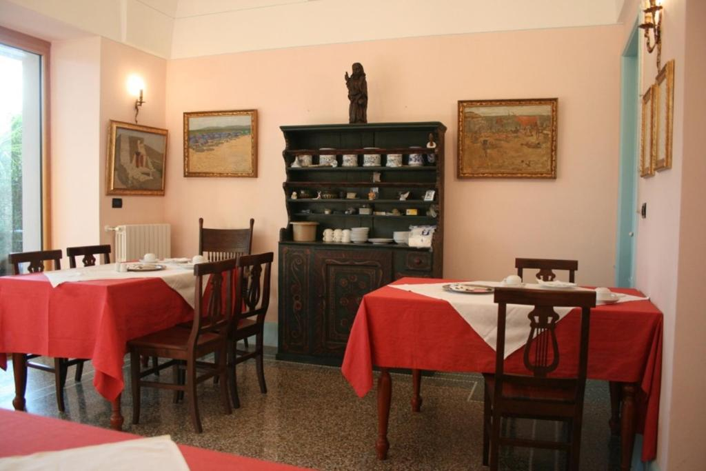 Book Now Palazzo Ricordi (Gemini, Italy). Rooms Available for all budgets. Surrounded by a 2000 m² garden terrace Palazzo Ricordi is 3.5 km from Ugento. It features a gallery with over 500 paintings a fondue room and a well-stocked wine cellar.T