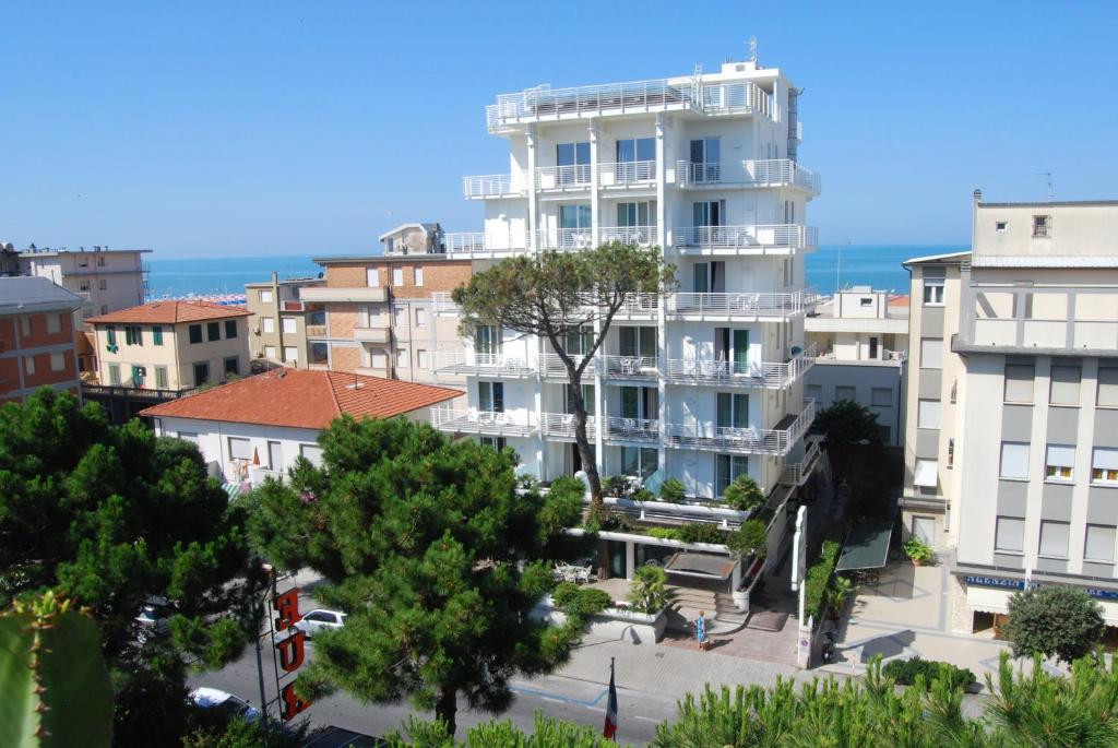 Hotel Bracciotti Viale Colombo 366 Lido di Camaiore
