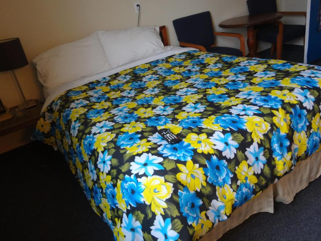 Book Now Empress Inn and Suites by the Falls (Niagara Falls, Canada). Rooms Available for all budgets. Located just 5 minutes' walk from Niagara Falls this hotel offers a microwave and a fridge in each guest room.  Free Wi-Fi is included.A flat-screen cable TV is featured in
