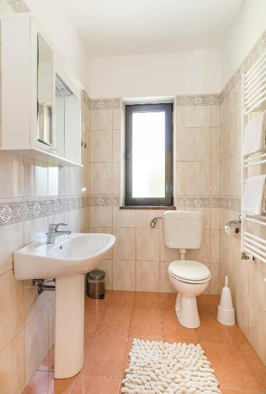 Studio with Balcony - Bathroom Apartments Vienna