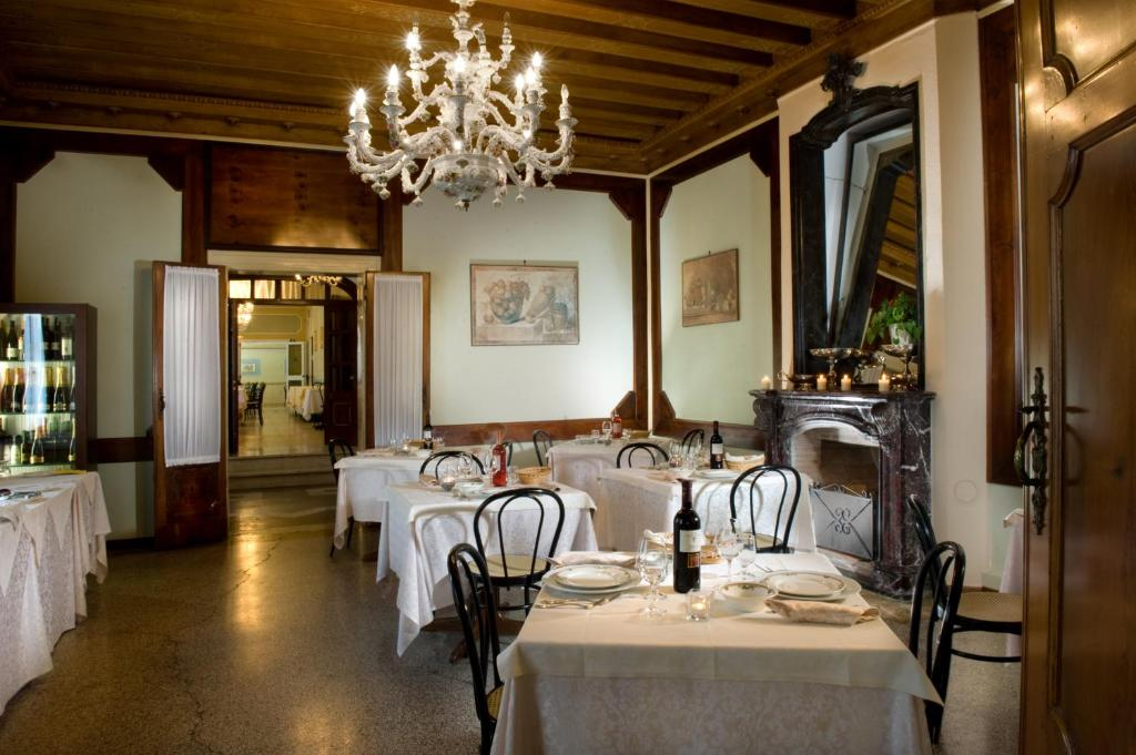 Book Now Hotel Villa Marcello Giustinian (Mogliano, Italy). Rooms Available for all budgets. Park Hotel Villa Marcello is set in 4 hectares of parkland with 3 lakes. It offers free parking free Wi-Fi and air-conditioned rooms with minibar satellite TV and private bath