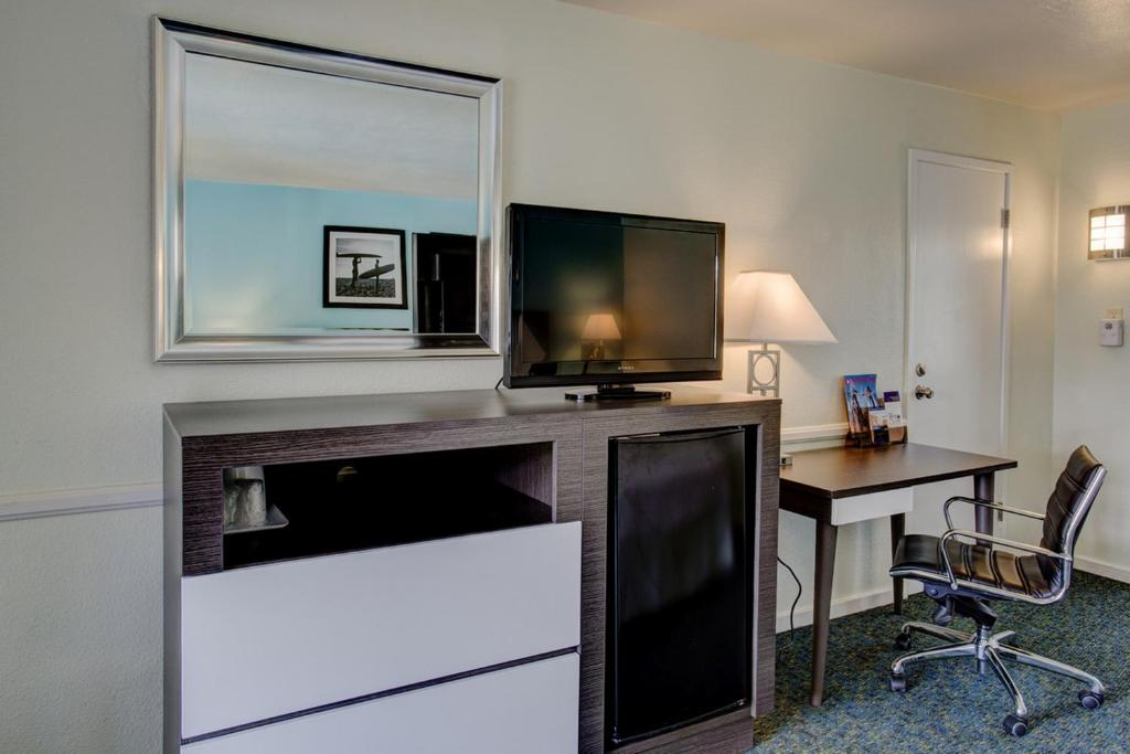 Book Now Kings Inn - San Diego (San Diego, United States). Rooms Available for all budgets. Centrally located in San Diego's Mission Valley Kings Inn features a spacious outdoor swimming pool and rooms with free WiFi. Free guest parking is available on site. San Dieg