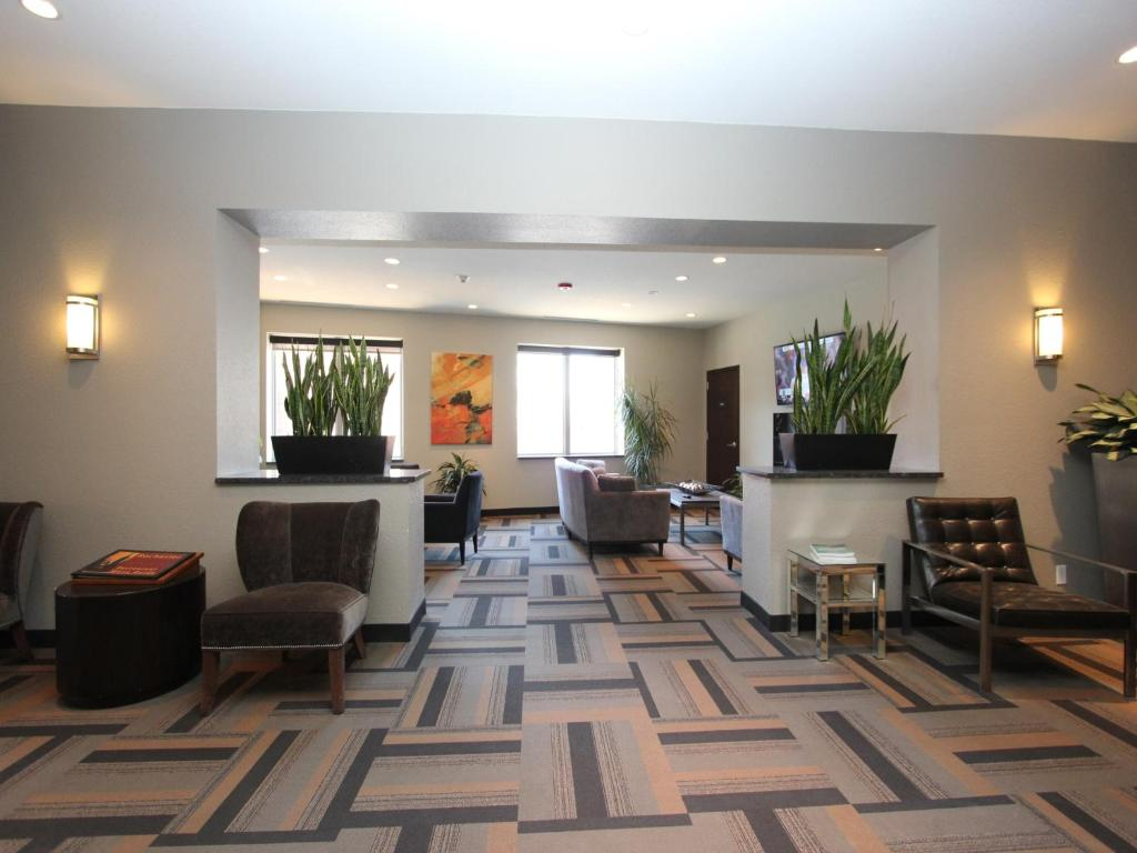 Book Now The East Avenue Inn & Suites (Rochester, United States). Rooms Available for all budgets. Offering a restaurant and a continental breakfast this hotel is within 1.6 km of the Rochester Riverside Convention Center. Free WiFi access is offered.Each room at The East A