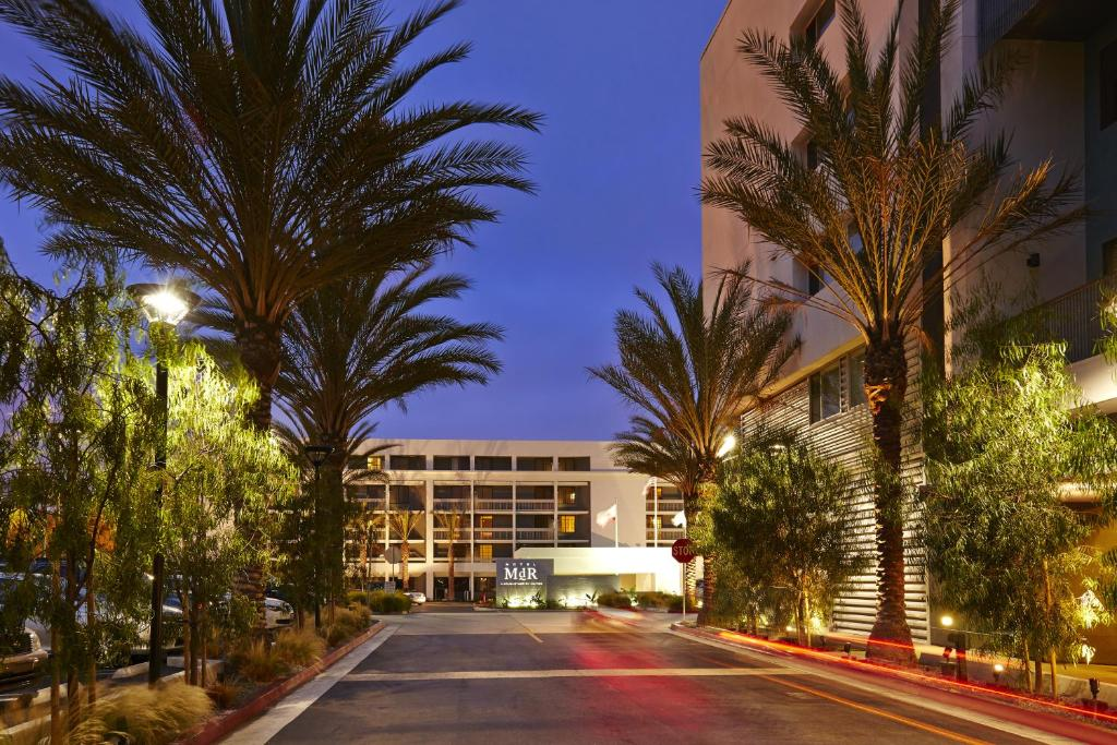 Book Now Hotel Mdr Marina Del Rey- A Doubletree By Hilton (Marina del Rey, United States). Rooms Available for all budgets. Free Wi-FI and an outdoor pool have our guests taking a close look at the non-smoking Hotel DR Marina Del Rey- a Doubletree by Hilton. The five-story property has 277 non-smok