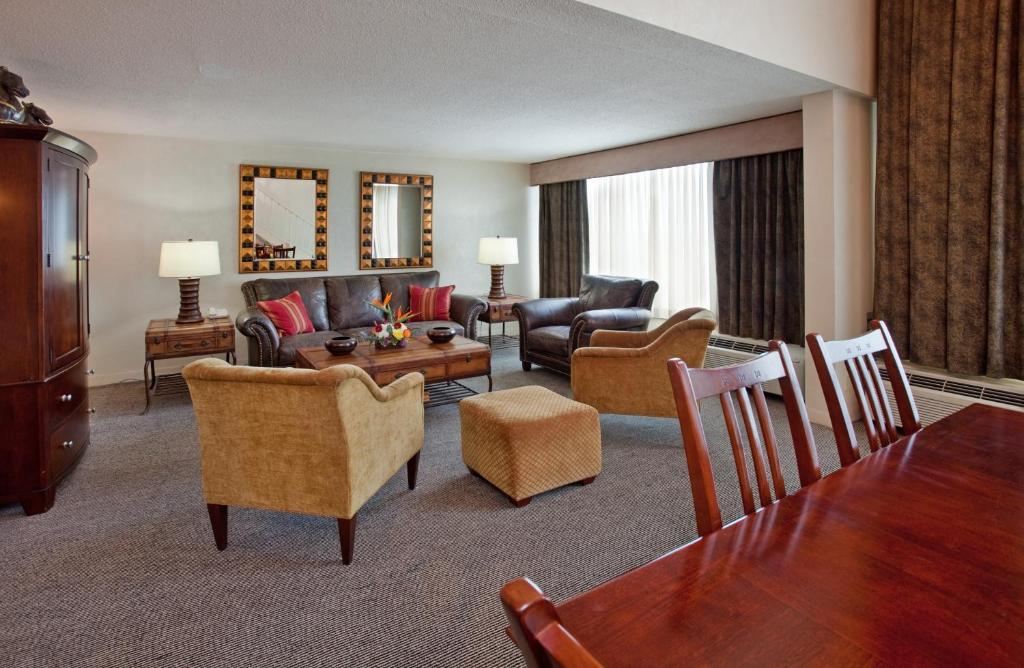 Book Now Millennium Cincinnati (Cincinnati, United States). Rooms Available for all budgets. The downtown Millennium Cincinnati charms business travelers and families alike with an on-site business center a gym and a rooftop pool. This soaring two-tower high-rise enco