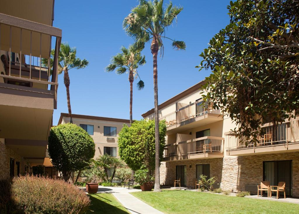 Book Now Four Points by Sheraton San Diego - Sea World (San Diego, United States). Rooms Available for all budgets. Featuring free Wi-Fi an outdoor pool and a location close to SeaWorld the non-smoking Four Points by Sheraton San Diego - SeaWorld is a great base for exploring the area. This