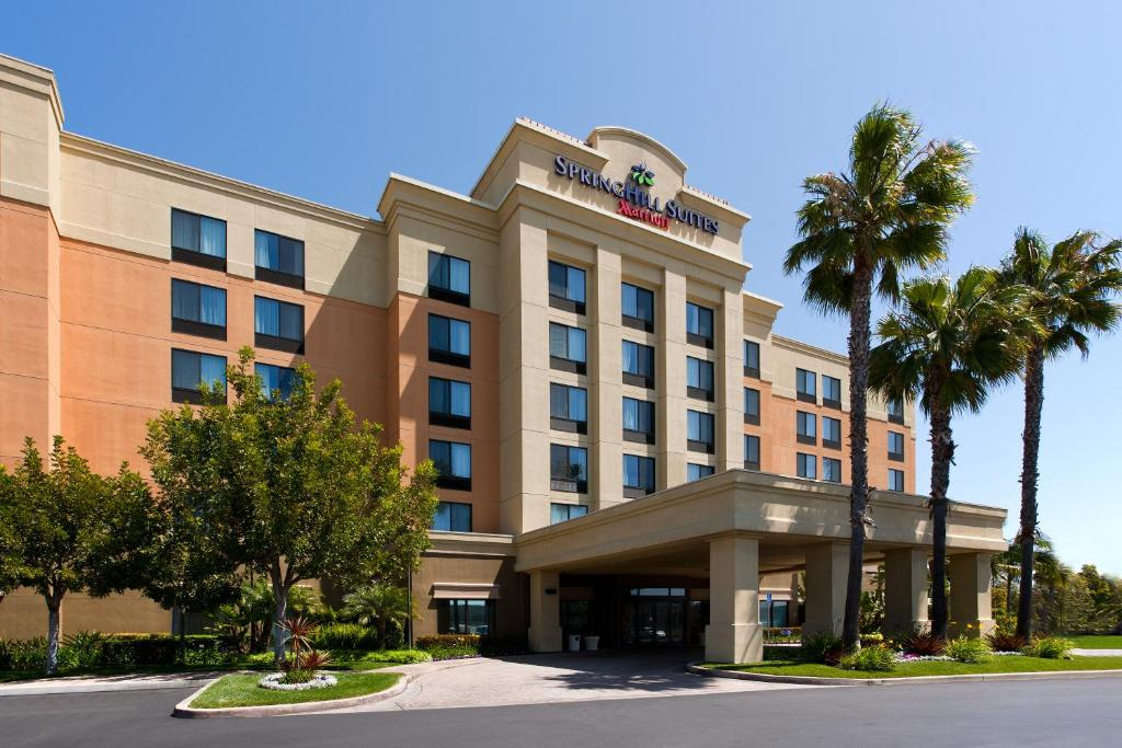 Book Now Springhill Suites Manhattan Beach (Hawthorne, United States). Rooms Available for all budgets. Bright suites with Wi-Fi a spacious outdoor pool and a central location make it easy to work or play around the Los Angeles area when staying at the non-smoking Springhill Sui