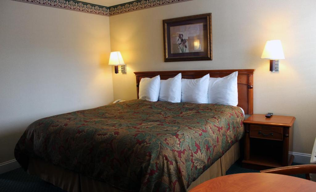 Book Now Geary Parkway Motel (San Francisco, United States). Rooms Available for all budgets. Complimentary Wi-Fi and Golden Gate Park five blocks south get guests geared up for Geary Parkway Motel where parking is free. The Geary Parkway has 20 rooms in a two-story bu
