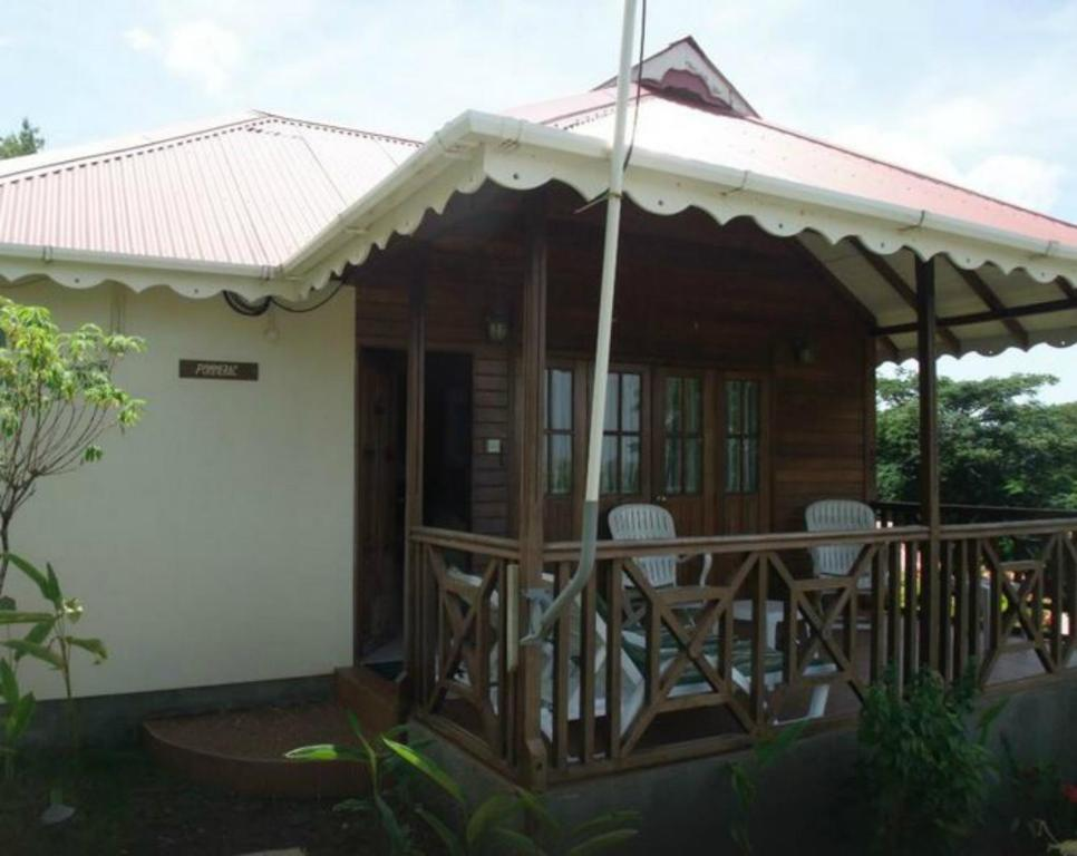 beranda/teres Exotica Cottages