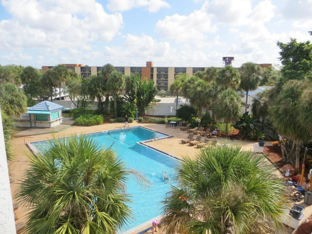 Book Now Monumental Movieland Hotel (Orlando, United States). Rooms Available for all budgets. The Monumental Movieland Hotel is on International Drive and is 4.2 km from Universal Studios Orlando. The I-Ride Trolley stops in front of the hotel and theme park shuttles a