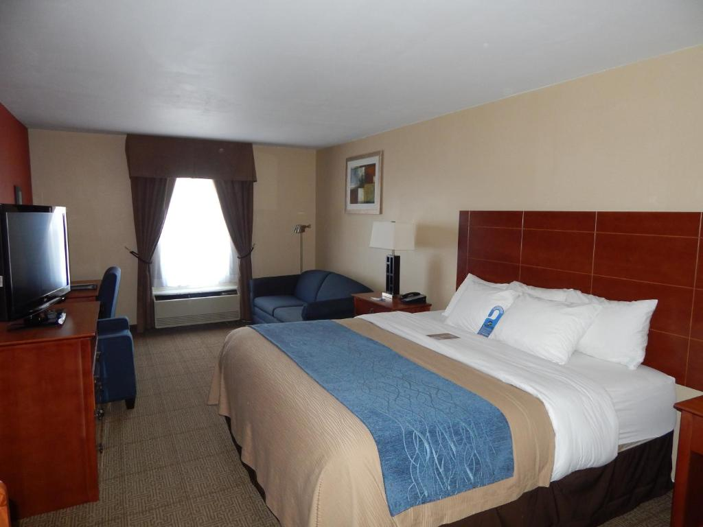 Book Now Comfort Inn Civic Center (Augusta, United States). Rooms Available for all budgets. An indoor pool freebies like Wi-Fi and breakfast well-equipped rooms and a location convenient to downtown Augusta make the Comfort Inn a practical choice. The three-story Com