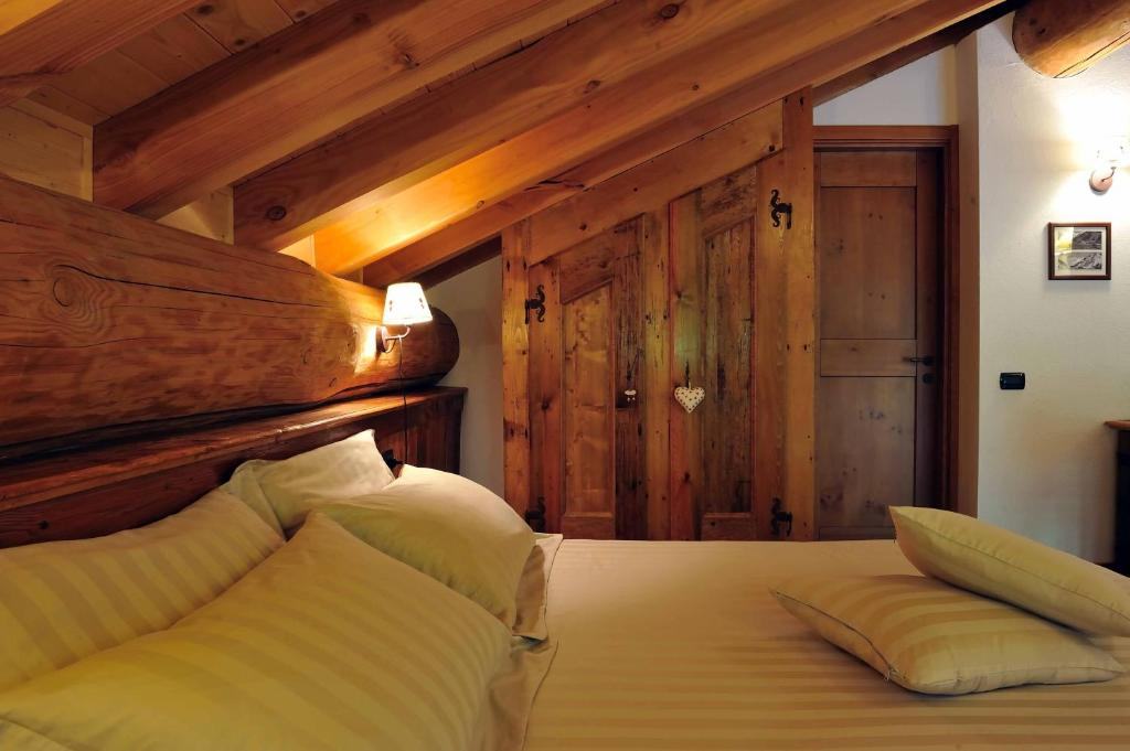 Book Now Ellex Hotel (Gressoney la Trinite, Italy). Rooms Available for all budgets. Set in Staffal just 200 metres from the Monterosa ski lifts Ellex Hotel offers free WiFi and Alpine-style rooms with mountain views and satellite TV. Every morning guests can