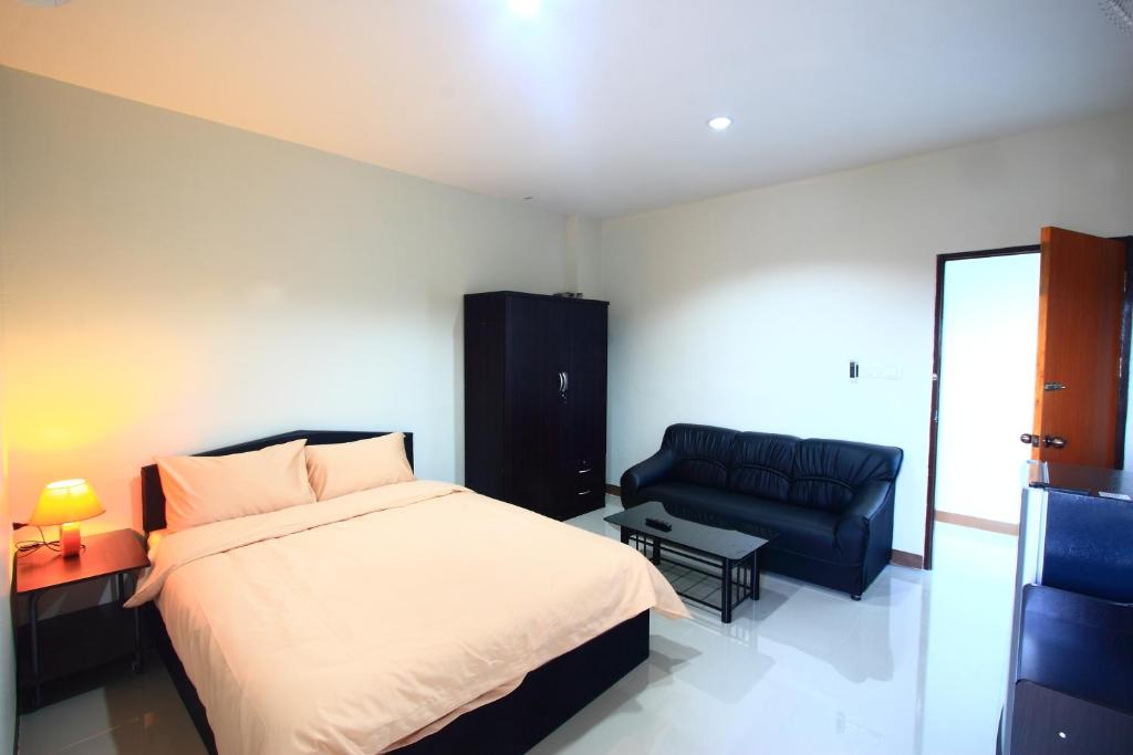 Standard Double Room with Balcony - Guestroom Baan Yuwanda Phuket Resort