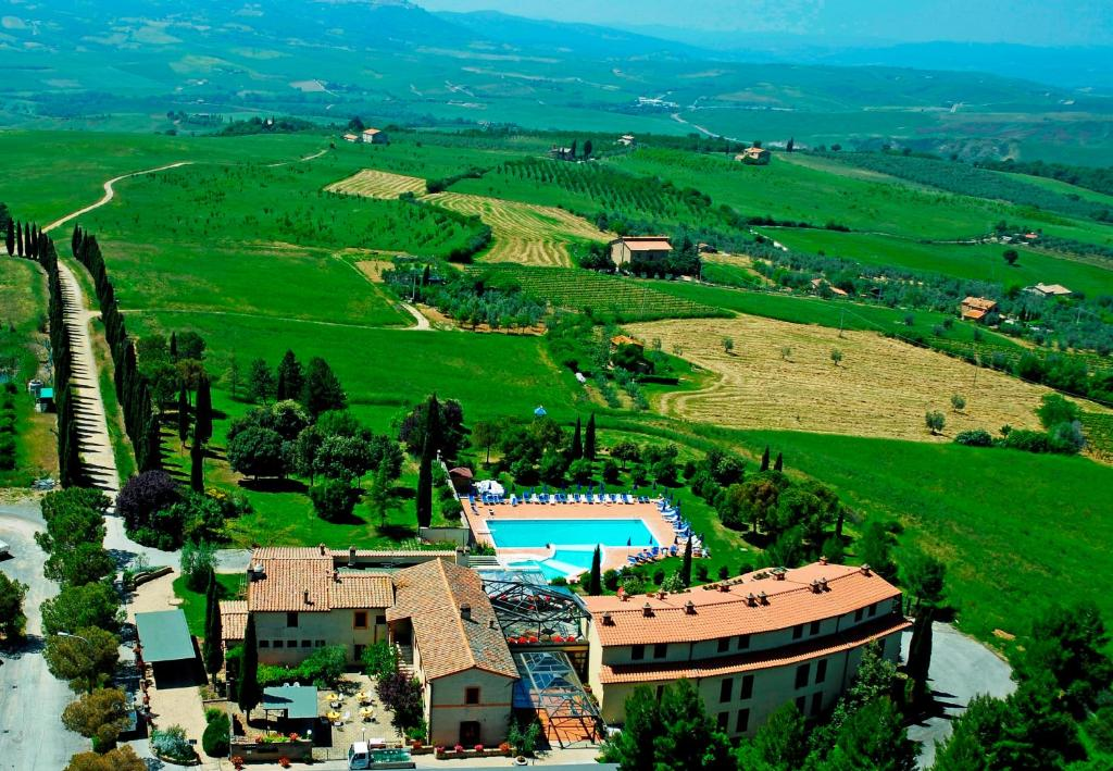 Book Now Hotel Palazzuolo (San Quirico Dorcia, Italy). Rooms Available for all budgets. Offering a Tuscan restaurant and an outdoor pool Hotel Palazzuolo is located in San Quirico d'Orcia 24 km from Montepulciano. Set in tree-lined gardens it has air-conditioned
