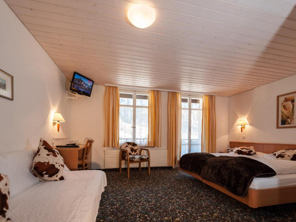 Double Room with Balcony and Mountain View Hotel Oberland