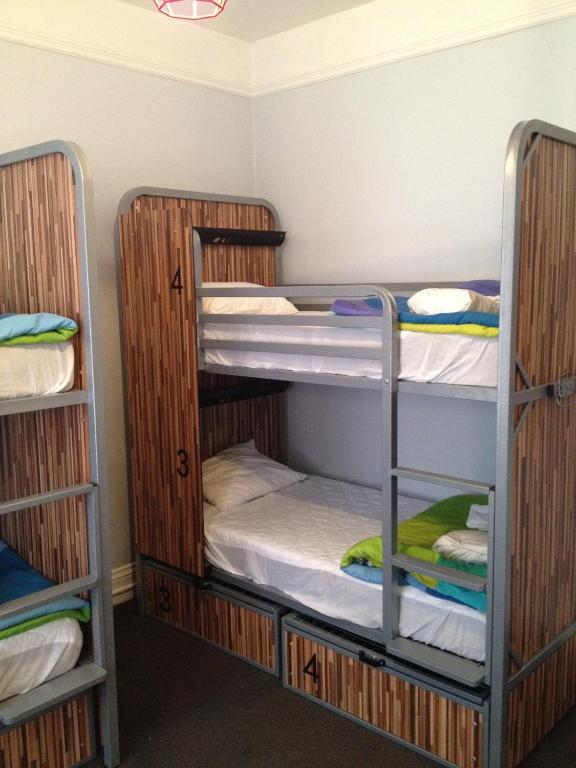 Book Now HI San Francisco Downtown Hostel (San Francisco, United States). Rooms Available for all budgets. Centrally located in San Francisco just 5 minutes' walk from shopping and dining in Union Square this hostel boasts a theatre room. Each bright room is practically furnished a