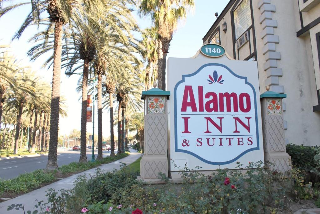 Book Now Alamo Inn and Suites - Convention Center (Anaheim, United States). Rooms Available for all budgets. Located less than 1.6 km from Disneyland California Adventure and the Anaheim Convention Center this hotel features an outdoor pool and hot tub. Free WiFi and free guest parki