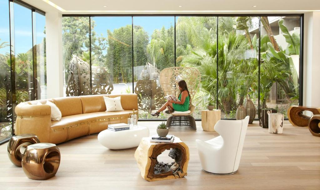 Book Now Hotel La Jolla Curio Collection by Hilton (La Jolla, United States). Rooms Available for all budgets. Complimentary bike rentals free Wi-Fi and a location that's less than one mile from the beach are highlights at the non-smoking Hotel La Jolla Curio Collection by Hilton. The
