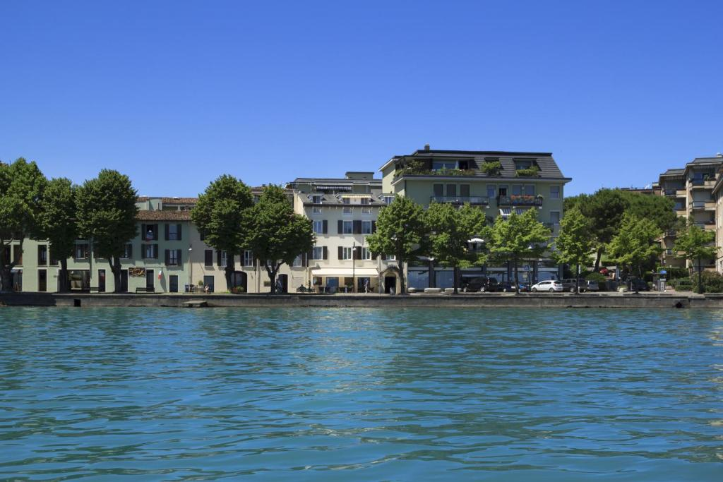 Book Now Hotel Europa (Desenzano del Garda, Italy). Rooms Available for all budgets. Set right on Garda's lakeshore Hotel Europa offers panoramic lake and mountain views and modern facilities.  Desenzano centre with its shops bars and restaurants is a sho