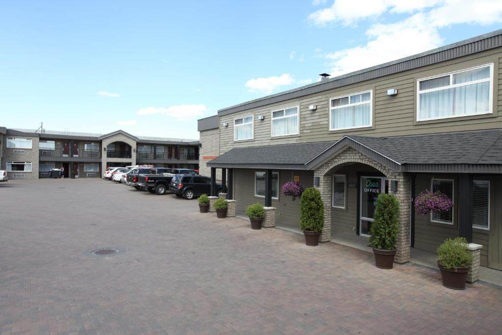 Book Now Canadas Best Value Inn - Prince George (Prince George, Canada). Rooms Available for all budgets. An on-site restaurant and well-equipped rooms are among the perks at the non-smoking Canadas Best Value Inn - Prince George. This two-story hotel has 59 non-smoking rooms feat