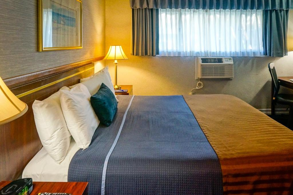 Book Now Travelodge Hotel At LAX Airport (Los Angeles, United States). Rooms Available for all budgets. The Travelodge Hotel at LAX Airport offers well-equipped rooms with free Wi-Fi and on-site dining in a convenient location. All 147 rooms on two floors include free Wi-Fi mini