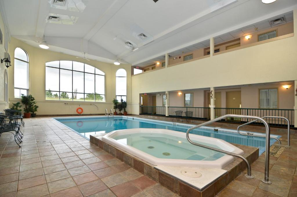Book Now Best Western Inn (Swift Current, Canada). Rooms Available for all budgets. Giving guests their money's worth of complimentary hot breakfasts and free Wi-Fi the non-smoking Best Western Inn offers additional pluses including an indoor pool for year-ro
