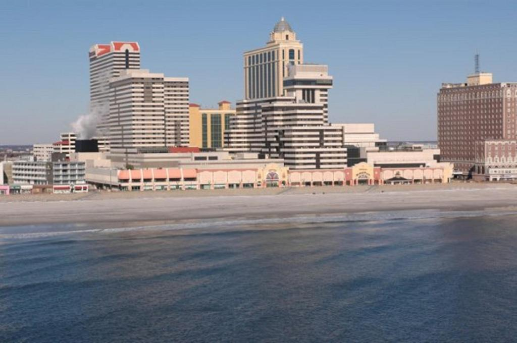 Book Now Tropicana Casino And Resort (Atlantic City, United States). Rooms Available for all budgets. Non-stop entertainment a splendid white-sand beach and a giant on-site casino set the popular Tropicana Casino and Resort apart for fun-loving our guests. The high-rise Tropic