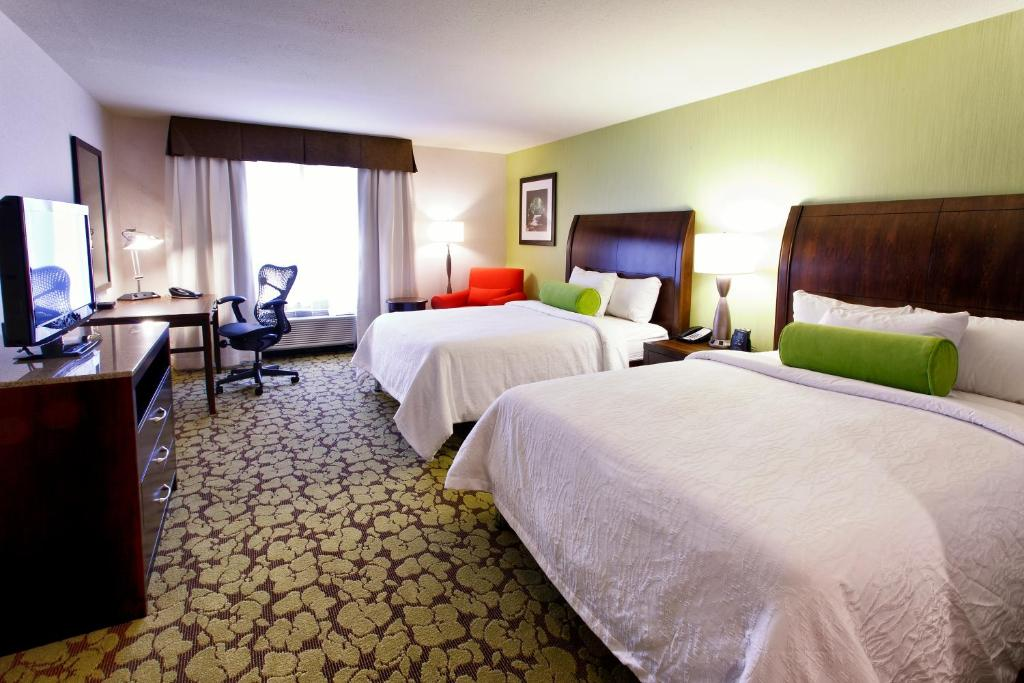 Book Now Hilton Garden Inn New York/Staten Island (Staten Island, United States). Rooms Available for all budgets. An on-site restaurant indoor pool hot tub complimentary Wi-Fi parking and shuttle service to the airport and ferry welcome our guests to the highly rated Hilton Garden Inn New
