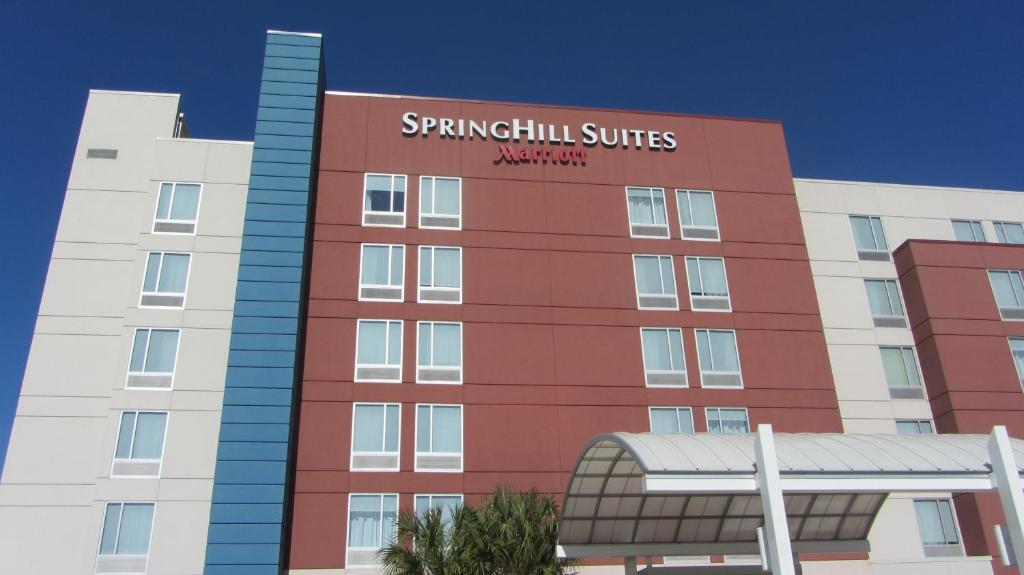 Book Now Springhill Suites Houston Intercontinental Airport (Houston, United States). Rooms Available for all budgets. Free full breakfast and free parking get two thumbs up at the non-smoking Springhill Suites Houston Intercontinental Airport which also offers free airport shuttles. This six-