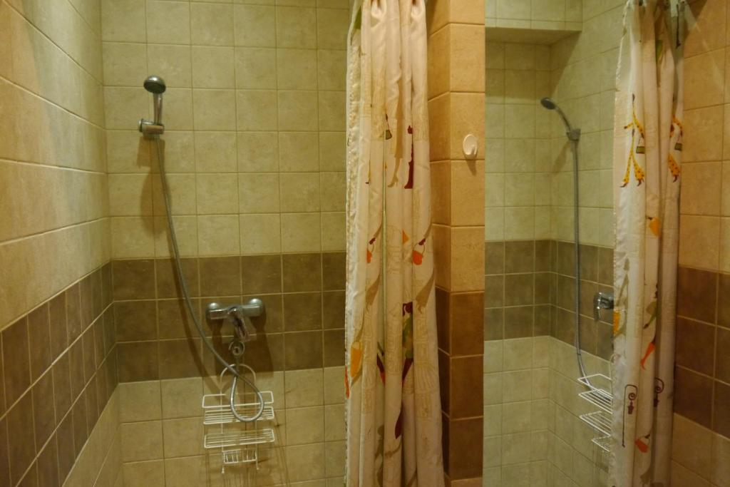 Quadruple Room with Private Bathroom - Shower Center Stay Hostel
