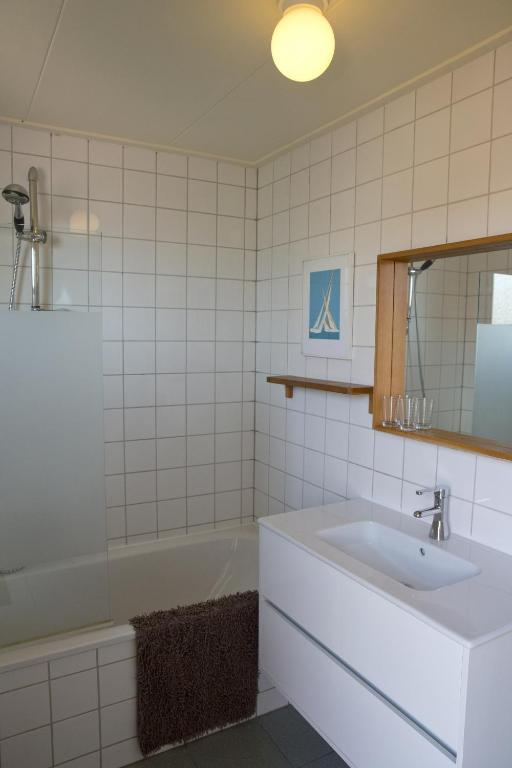 Chalet (2 Adults) - Bathroom De Friese Antillen
