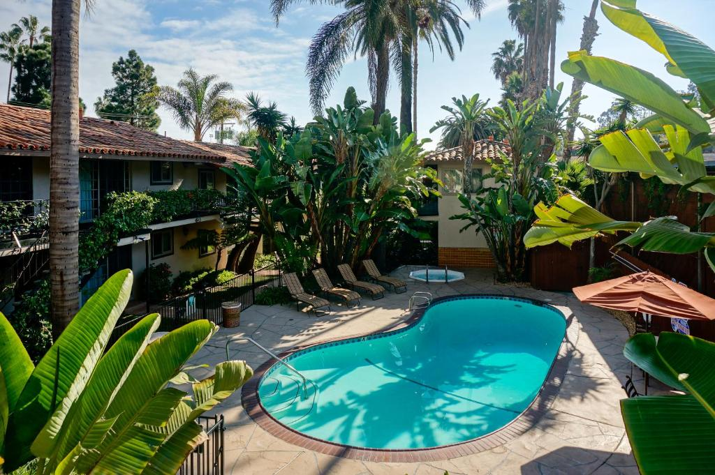 Book Now Inn by the Harbor (Santa Barbara, United States). Rooms Available for all budgets. This Santa Barbara hotel is located a 10-minute walk from West Beach. The hotel offers an outdoor swimming pool free Wi-Fi and a daily continental breakfast.Inn by the Harbor