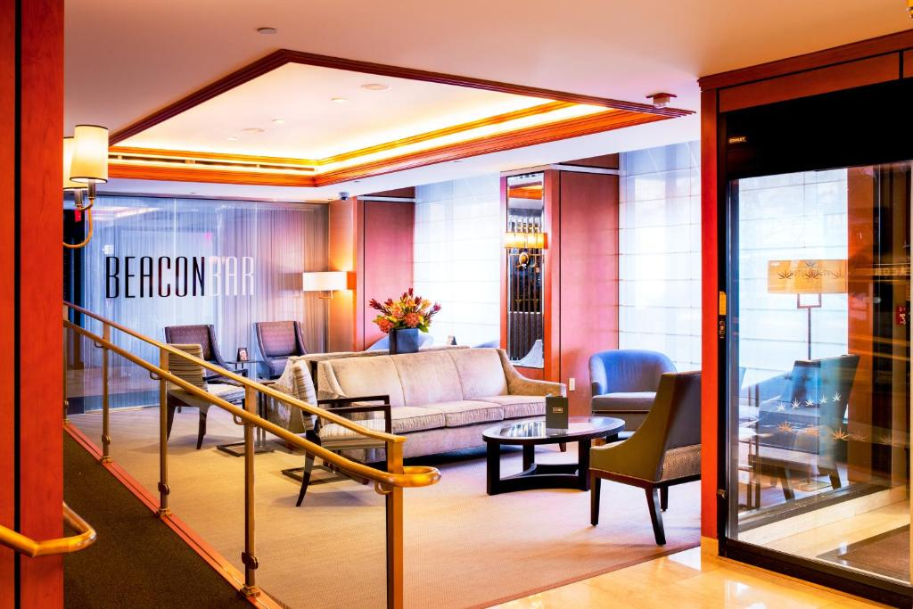 Book Now Hotel Beacon (New York City, United States). Rooms Available for all budgets. This hotel has rooms and suites with kitchenettes and living room seating areas. The Hotel Beacon is on Manhattan's Upper West Side 805 metres from Central Park.Each room and