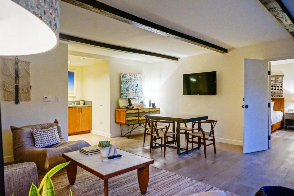 Book Now Kimpton Goodland (Goleta, United States). Rooms Available for all budgets. Welcoming our guests with free Wi-Fi and an outdoor pool Kimpton Goodland also features a garden courtyard with a fire pit and an al fresco bar. The hotel's two stories house
