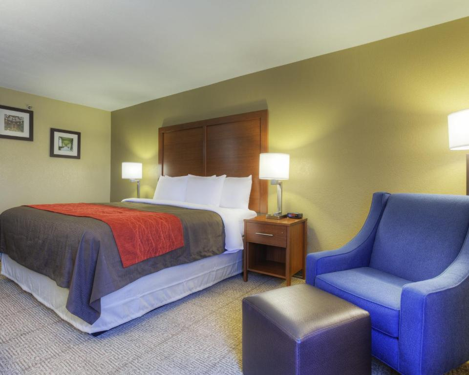 Book Now Comfort Inn Biltmore West (Asheville, United States). Rooms Available for all budgets. Complimentary full hot breakfast with waffles and free Wi-Fi near the expressway make Comfort Inn Biltmore West a good selection especially for families. The three-floor Comfo