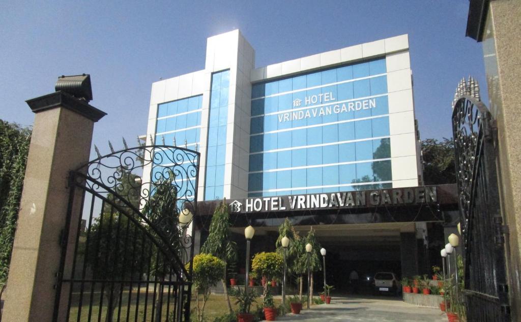 Near Jaipur Mandir Opp R K Misson Hospital Mathura Vrindavan Road 281001 Show Map