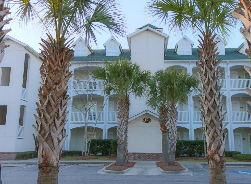 Book Now River Oaks Golf Resort (Myrtle Beach, United States). Rooms Available for all budgets. This Myrtle Beach property features units with easy access to the greens at the River Oaks Golf Course. The property features units with fully-equipped kitchen with microwave
