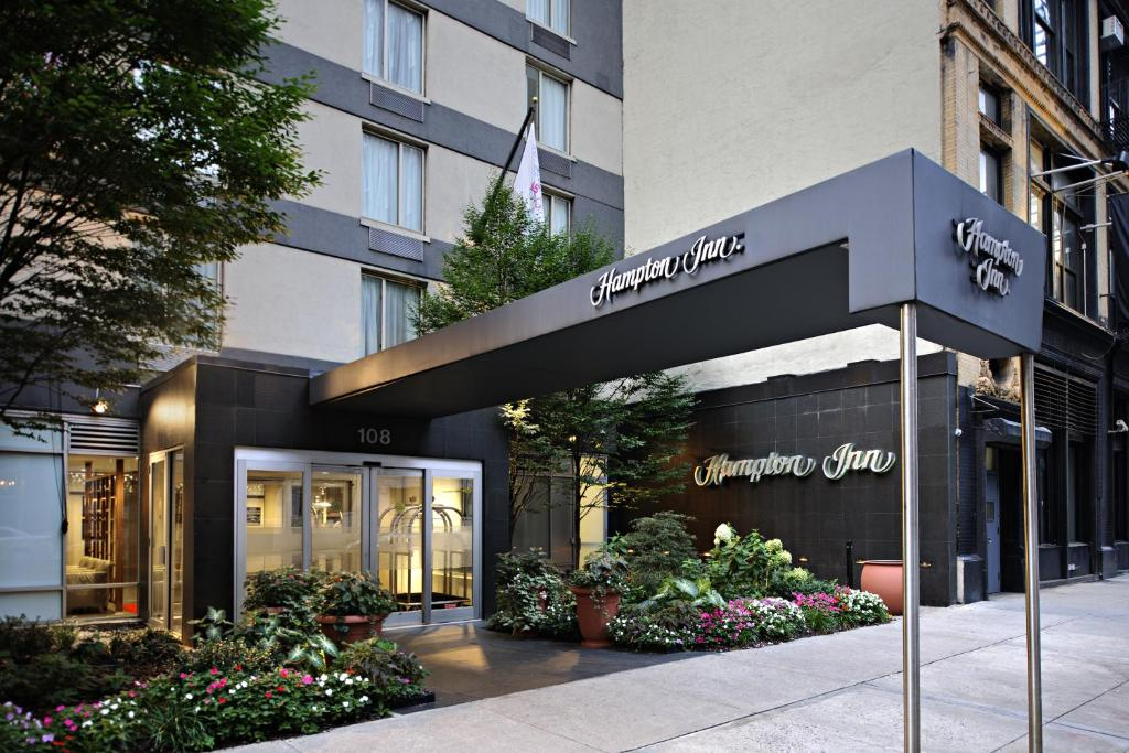 Book Now HAMPTON INN NEW YORK-CHELSEA-MANHATTAN - Newly Renovated (New York City, United States). Rooms Available for all budgets. Free hot breakfast complimentary Wi-Fi and fashionable Chelsea location make the Hampton Inn Manhattan Chelsea a popular destination for our guests. The Hampton Inn features 1