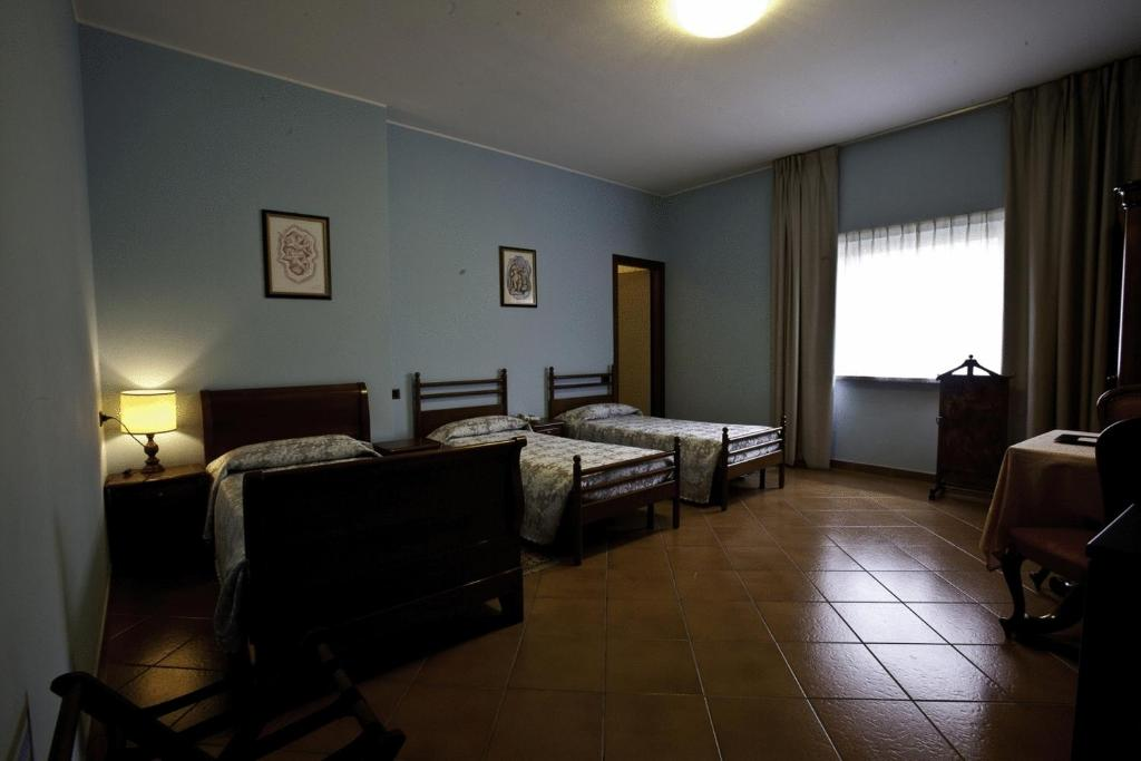 Book Now Hotel Nastro Azzurro (Monguzzo, Italy). Rooms Available for all budgets. Set on a hilltop in the heart of the Brianza area Nastro Azzurro offers air-conditioned rooms with free WiFi a free car park and strategic location for exploring Lake Como.You