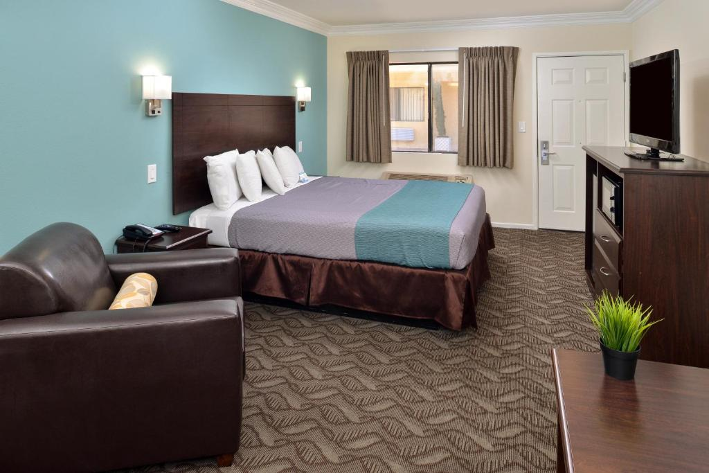 Book Now Rodeway Inn And Suites (Inglewood, United States). Rooms Available for all budgets. Free Wi-Fi and parking are among the perks at the Rodeway Inn and Suites. At the two-story property the 36 rooms face an interior courtyard so you're tucked away from the soun