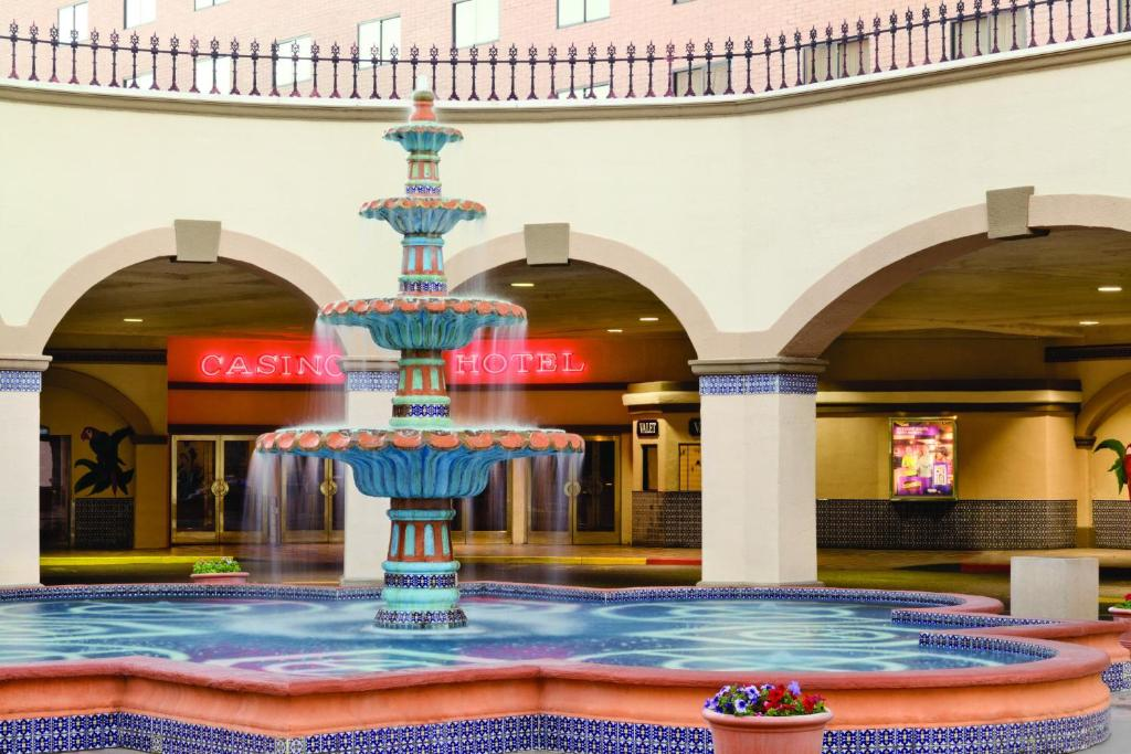 Book Now Harrahs Laughlin (Laughlin, United States). Rooms Available for all budgets. This hotel is located on the shores of the Colorado River directly across from Bullhead City. It features an on-site casino and a private beach on the river.Cable TV is includ