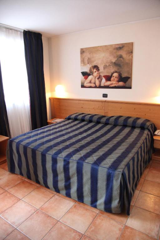 Book Now Hotel Alpechiara (Pre Saint Didier, Italy). Rooms Available for all budgets. Just 1 km north of Pré-Saint-Didier Alpechiara is at the foot of Mount Blanc Europe's highest mountain. It offers a free winter sauna and hot tub and free shuttle to the