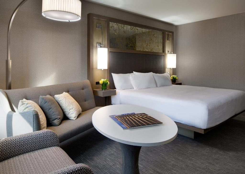 Book Now Hyatt Regency Boston (Boston, United States). Rooms Available for all budgets. A large saline pool and a location next to Boston Common await our guests at the non-smoking Hyatt Regency Boston. Renovated in 2012 the 22-floor Hyatt dons its 502 99% allerg