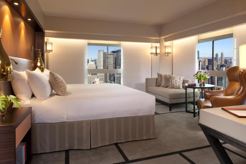 Book Now Millennium Hilton New York One UN Plaza (New York City, United States). Rooms Available for all budgets. Skyline views an indoor pool and year-round tennis courts near the United Nations makes for a terrific midtown stay at the One UN New York where comfy beds and large flat-pane