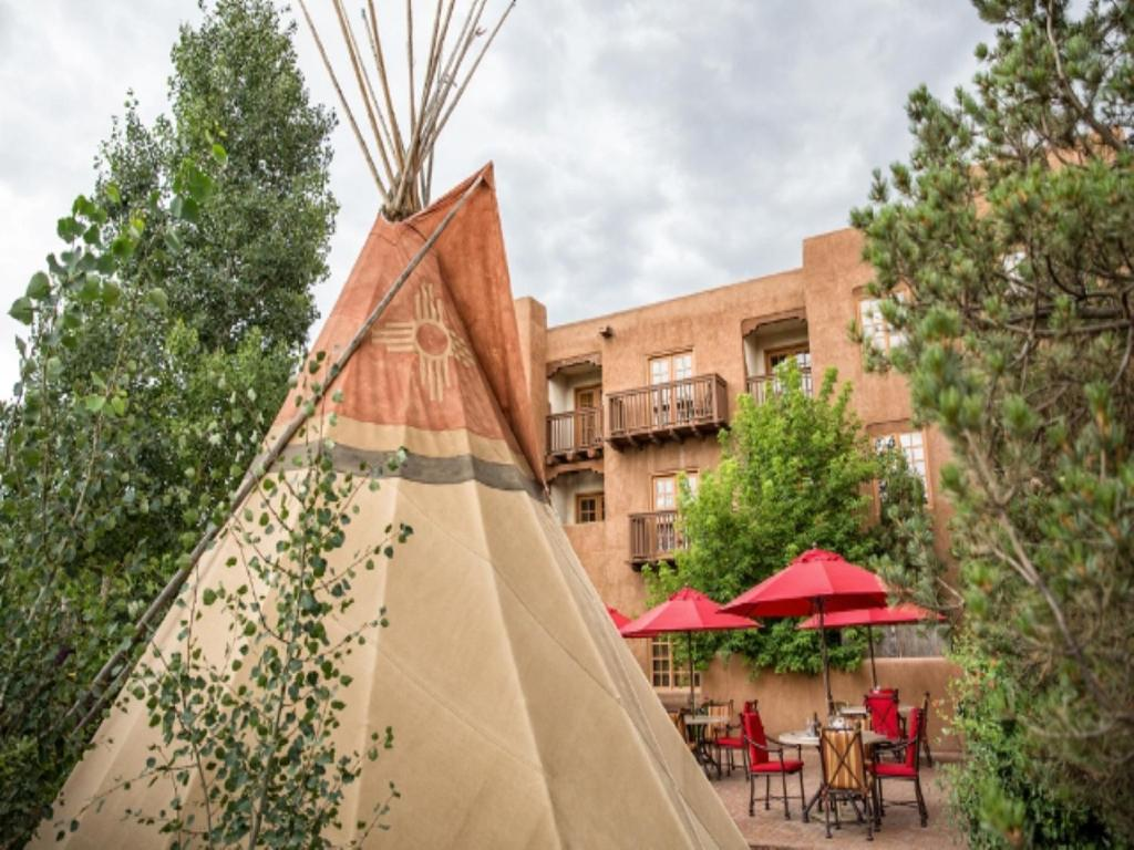 Book Now Hotel Santa Fe (Santa Fe, United States). Rooms Available for all budgets. An on-site restaurant a full-service spa and a seasonal outdoor pool are welcome amenities for our guests at Hotel Santa Fe where guests enjoy a unique chance to experience in