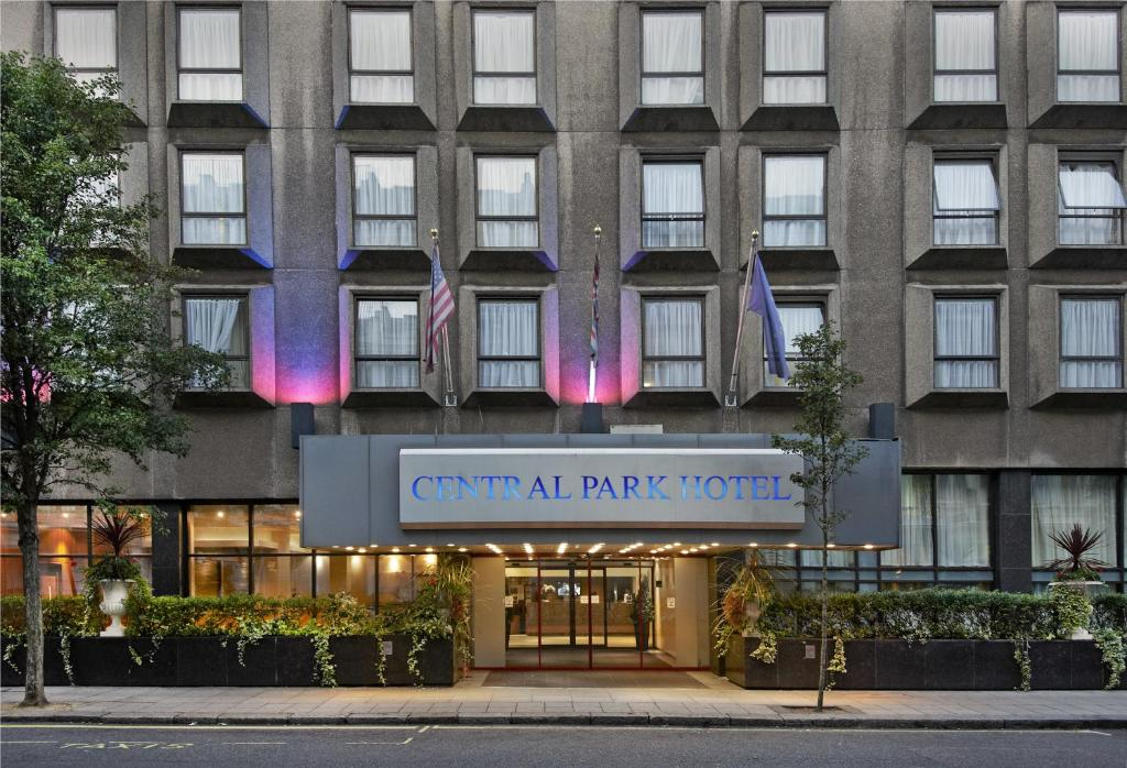 Central park hotel london 49 67 queensborough terrace w23ss for Queensborough terrace