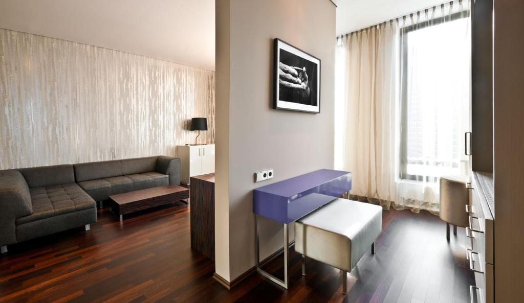 cosmo hotel berlin mitte berlin spittelmarkt 13 10117. Black Bedroom Furniture Sets. Home Design Ideas