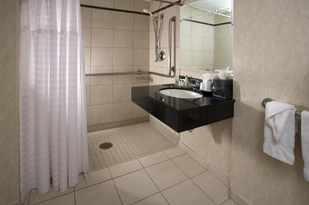 Book Now Embassy Suites by Hilton Chicago Magnificent Mile (Chicago, United States). Rooms Available for all budgets. Spacious suites free breakfast and a heated indoor pool and hot tub garner high ratings for the non-smoking Embassy Suites by Hilton Chicago Magnificent Mile from guests. The