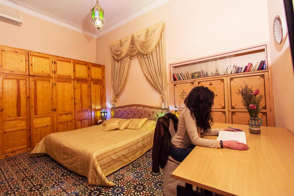 Budget Double Room with Shared Bathroom - Guestroom Riad Louna