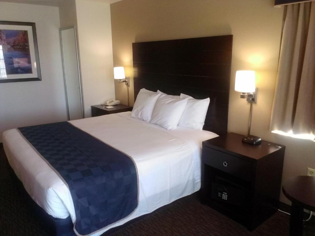 Book Now Days Inn And Suites Page/Lake Powell (Page, United States). Rooms Available for all budgets. Complimentary breakfast high-speed internet access and non-smoking rooms are features our guests find at the Days Inn and Suites Page/Lake Powell. This 82-room property spans